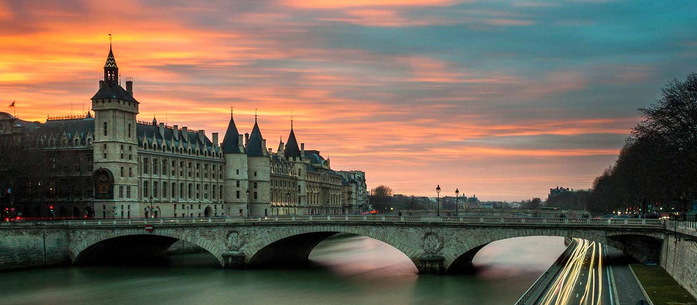 Tourism and real estate in the center of Paris